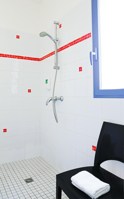 chambre tout confort standard hotel chevalier gambette. Black Bedroom Furniture Sets. Home Design Ideas