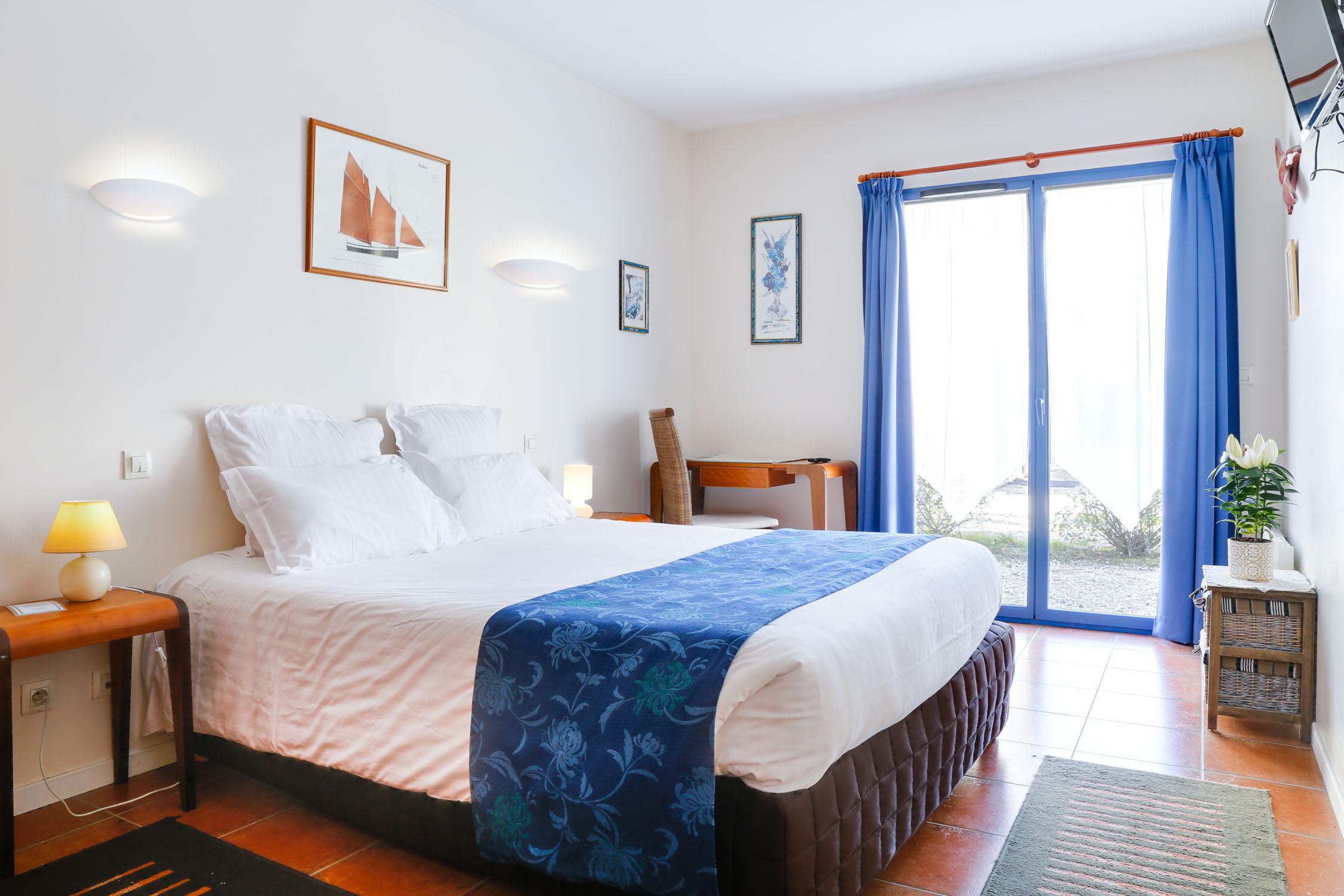 l h tel en vid o hotel chevalier gambette. Black Bedroom Furniture Sets. Home Design Ideas