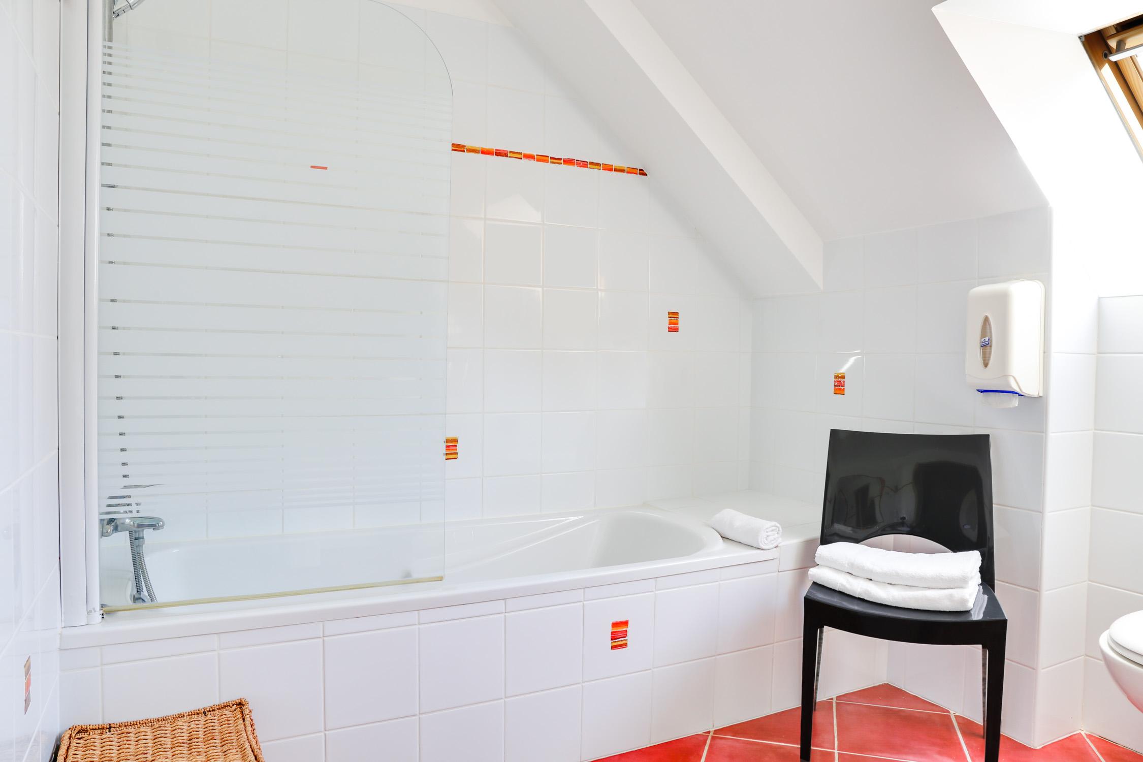 Chambre supérieure baignoire_1